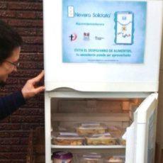 Neveras solidarias que recogen los alimentos que no quieres